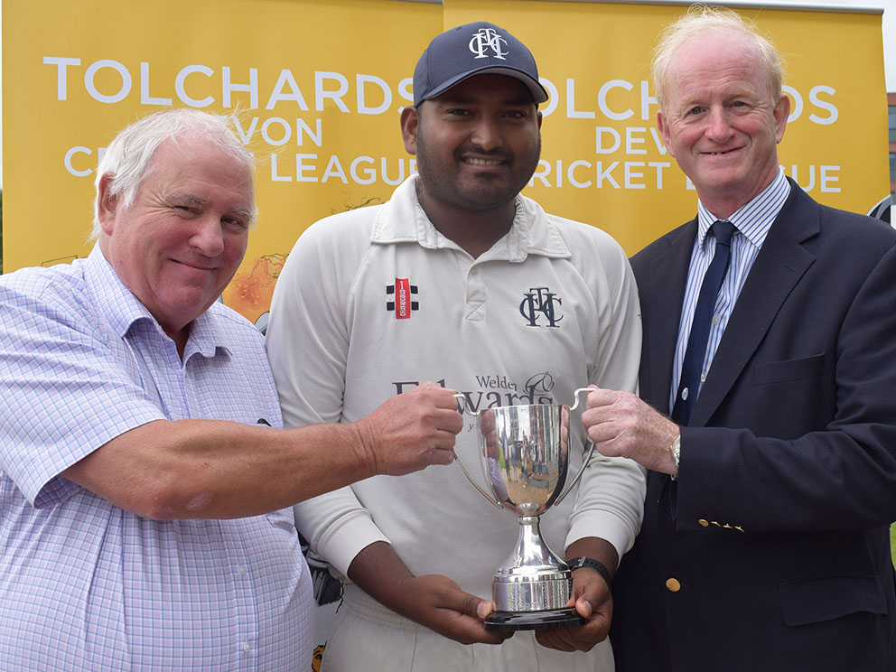 Presentation party! Left to right are Heathcoat chairman Rod Randerson, captain Jackson Thompson and president Alistair Deighton-Gibson<br>credit: Conrad Sutcliffe