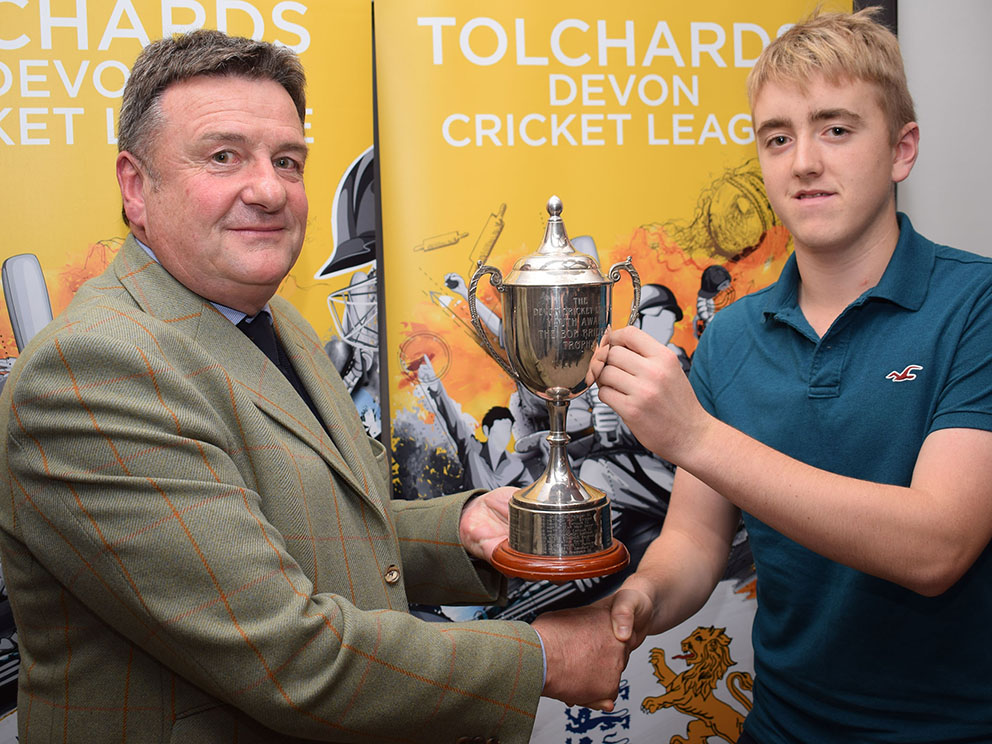 Jim Mardell (Tolchards) hands the Bob Bridges Trophy to young player of the year Sam Read<br>credit: Conrad Sutcliffe