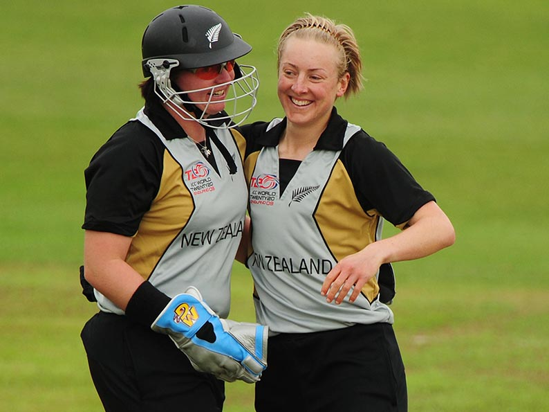 Western Storm ambassador Rachel Priest (left) playing for New Zealand against Australia<br>credit: www.ppauk.com