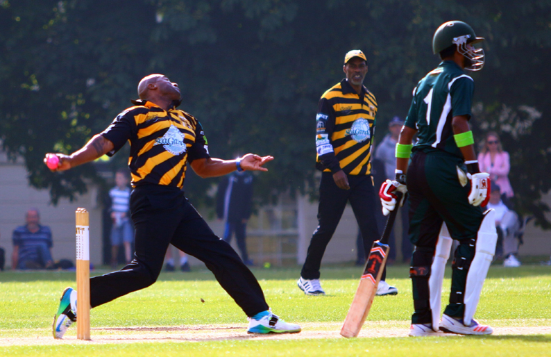 Tino Best runs in to bowl against Plymouth